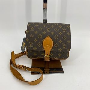 ❤️🔥sold❤️🔥LV CARTOUCHIERE